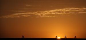 Een zware dang door de hitte van de Nubische woestijn